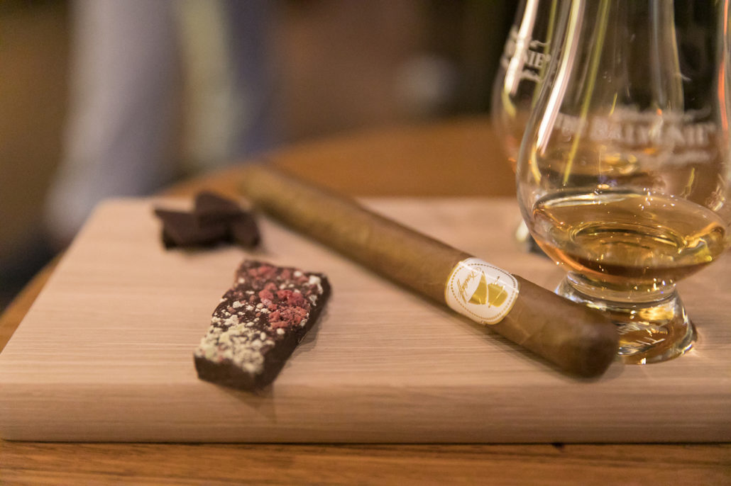 5 reasons why whisky and cigars are such a harmony