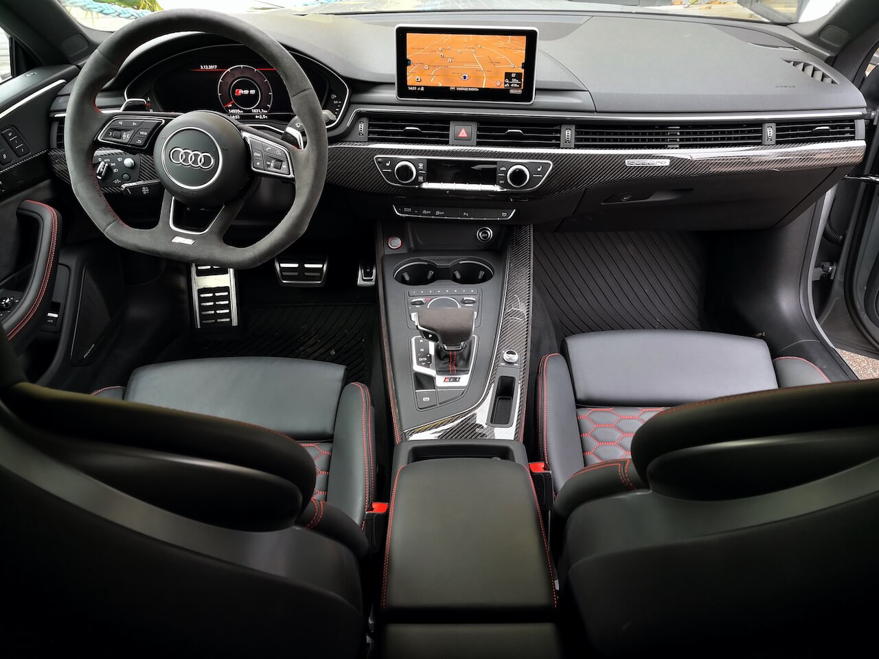 Audi RS5 Interior - A Gentleman\'s World