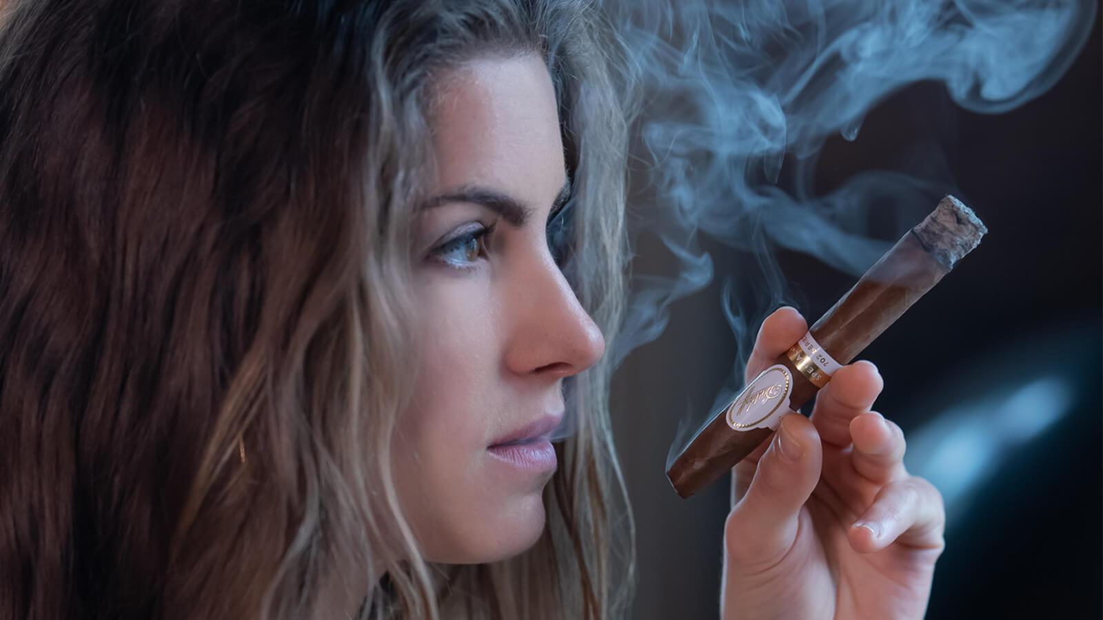 Smokers women cigar Leading Women